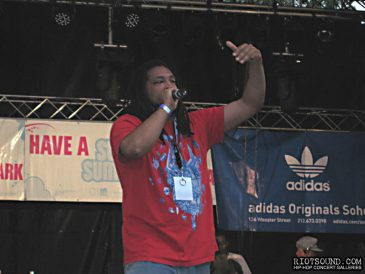 034_Rapper_On_Stage