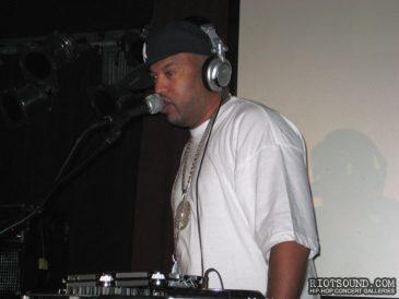11_DJ_On_The_Mic