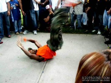 20_Breakdancer
