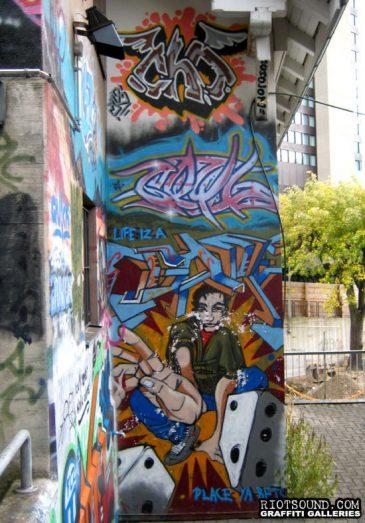 Life_Iz_A_Game_Graffiti