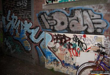 Alleyway_Graffiti_Amsterdam