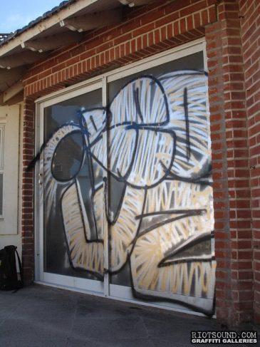 Graffiti_On_Glass_Door