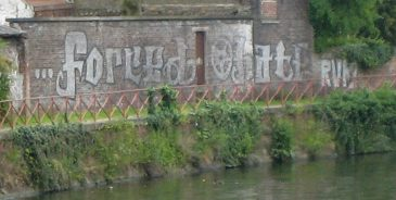 Graffiti_On_The_Canal