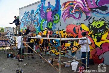 Graffiti_artists_use_scaffolding