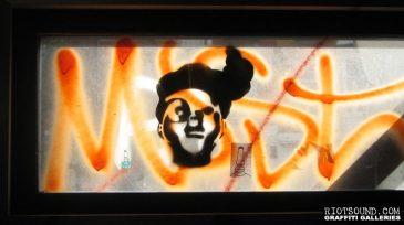 Stencil_Art_On_Glass