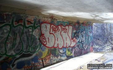 graffiti_in_tunnel